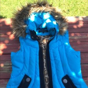 Black Rivet M blue puffy hooded vest
